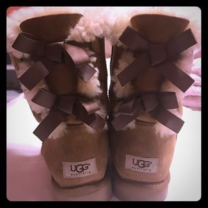 PERFECT CONDITION BAILY BOW UGGS